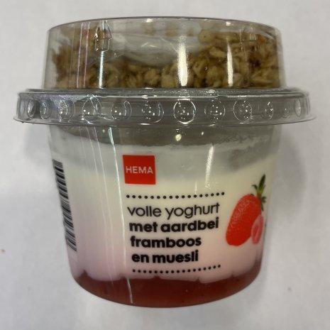 Volle yoghurt aardbei/framboos en muesli